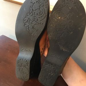 Leather clogs